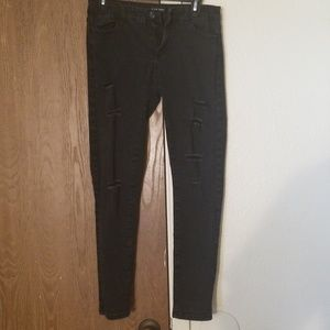 Black skinny jeans w/holes